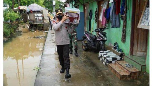 Kapolda Sultra Ikut Langsung Salurkan Bantuan ke Warga Kendari Terdampak PPKM